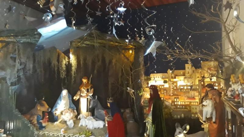 Exposição de Natal traz presépio em tamanho real em Porciúncula-RJ